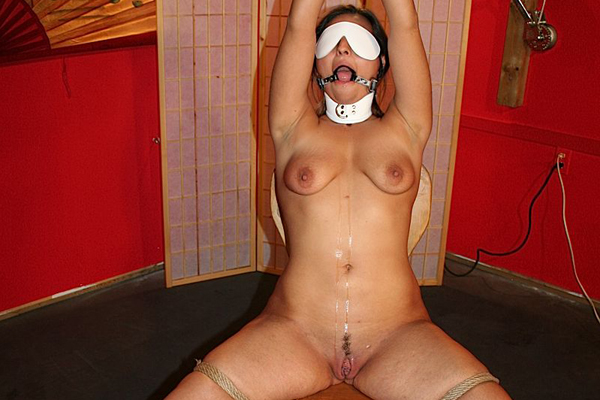 New comer s bondage session  newcomer pussycat gets blindfolded and gagged then her pussy gets the rough treatment from master scott. Newcomer cuntcat gets blindfolded and gagged then her cunt gets the violent treatment from Master Scott