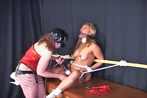 Abbies first time  kinky abbie is excited to dominate maxine x for the first time. Kinky Abbie is libidinous to dominate Maxine X for the first time